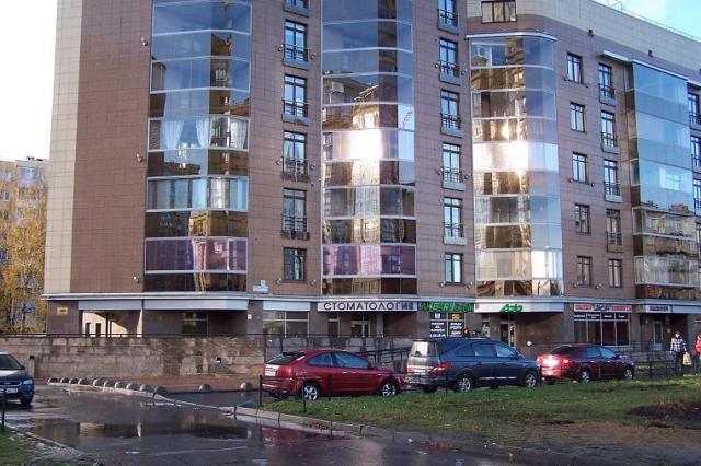 Вид на часть здания, где расположена клиника